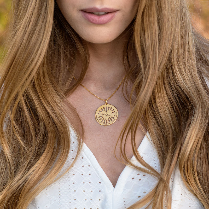 Grandma Circle Pendant Necklace with Engraving in 18ct Gold Vermeil - 1