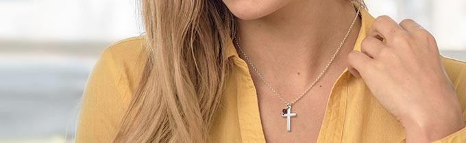 Gravierte Silberkette mit Kreuz