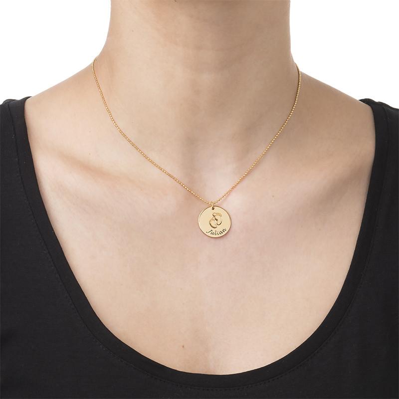 Vergoldete Halskette für Mama mit Babyfußabdruck und Wunschgravur - 1