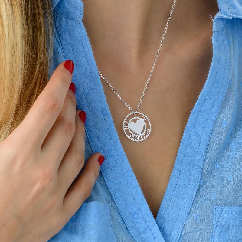 Silberne Herzkette mit rundem Plättchen und römischen Ziffern - 3