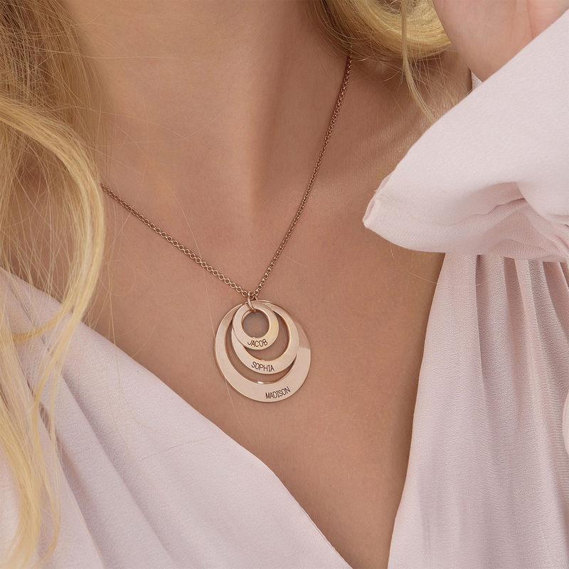 Schmuck für Mütter – rosévergoldete Halskette mit drei flachen Ringen - 5