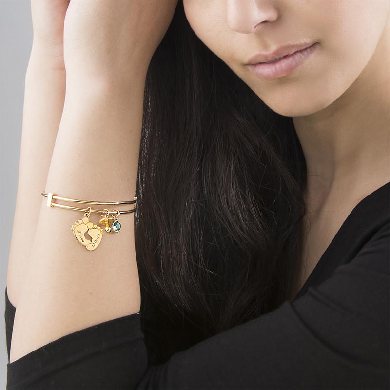 Armband mit Babyfußanhängern und Vergoldung - 2