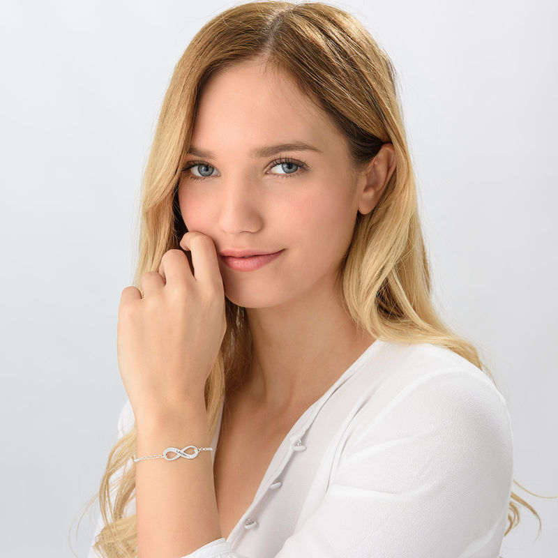 Infinity-Armband mit Gravur aus Sterlingsilber mit Diamant - 1