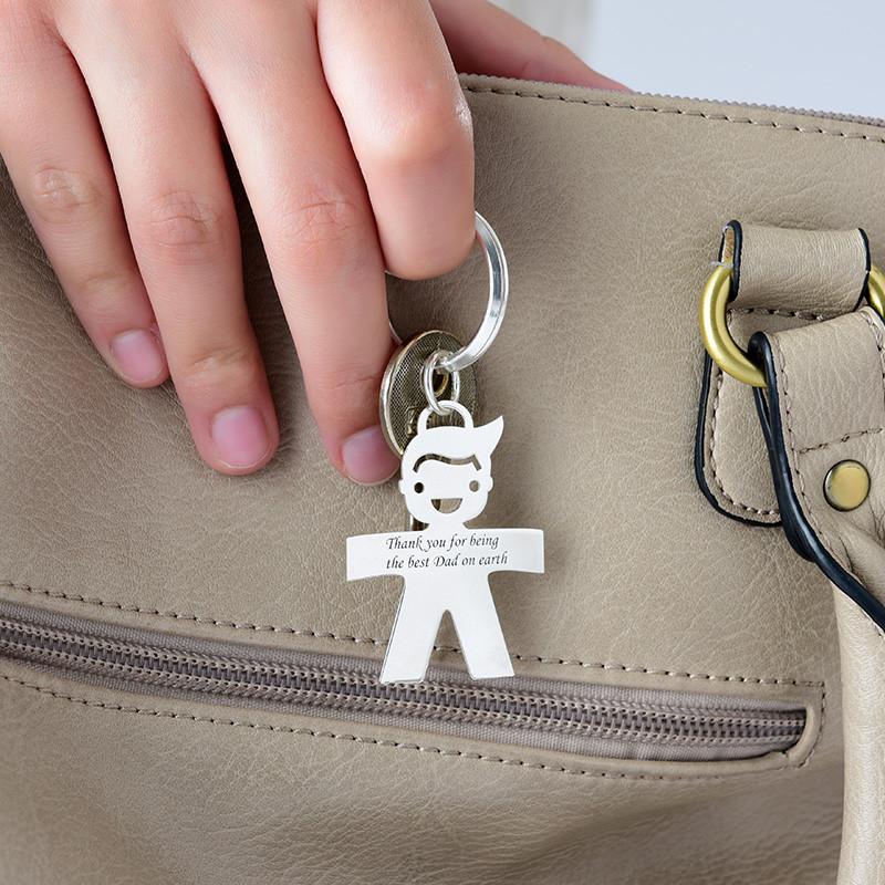 Gravierbarer Schlüsselanhänger mit Junge aus Silber - 1