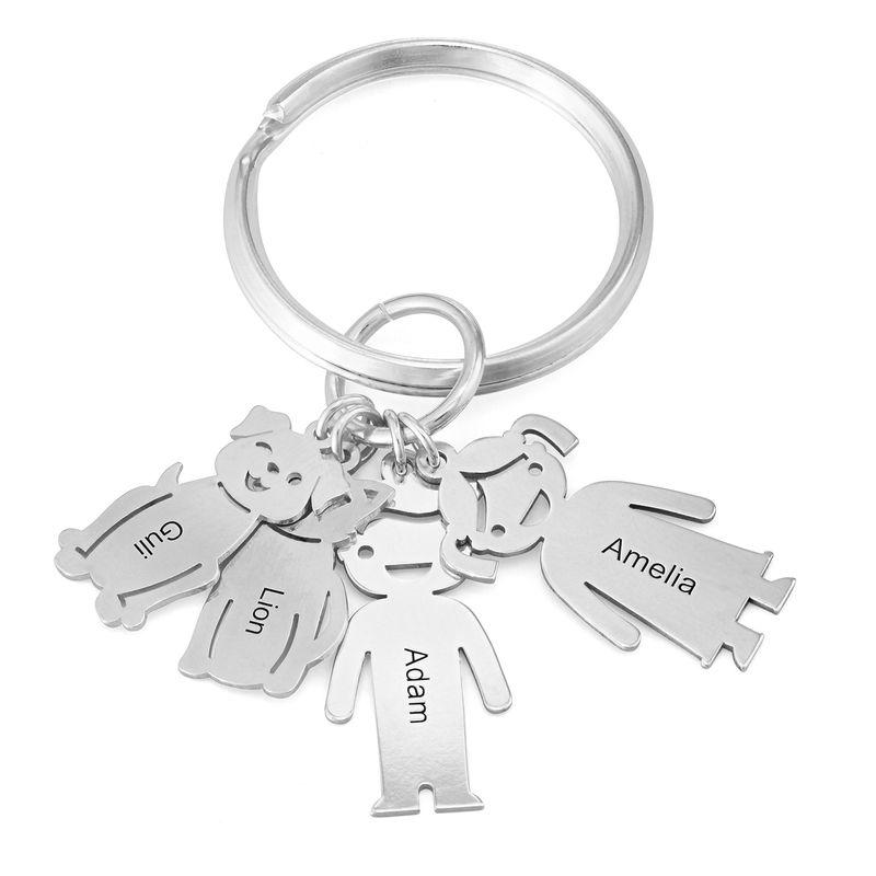 Personalisierter Schlüsselanhänger mit gravierten Kinder- und Haustier-Charms
