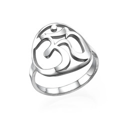 Om Ring aus Sterling Silber product photo