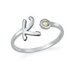 Offener Initial-Ring mit Geburtsstein Produktfoto