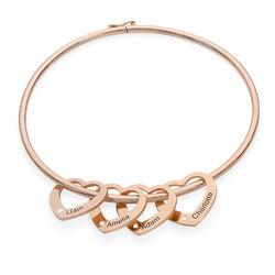 Armreif mit Herzanhängern und Diamanten mit Gravur aus Roségold Produktfoto