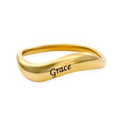 Stapelbarer und geschwungener Namensring aus 750er-Gold-Vermeil Produktfoto