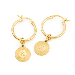 Odeion Initialen Ohrringe mit Goldplattierung Produktfoto