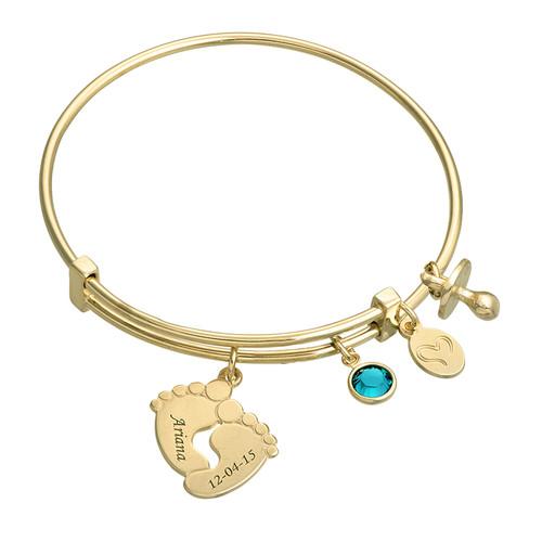 Armband mit Babyfußanhängern und Vergoldung