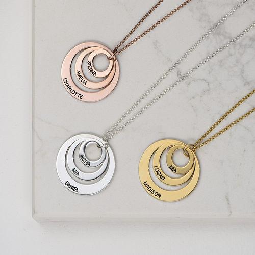 Schmuck für Mütter – rosévergoldete Halskette mit drei flachen Ringen - 3