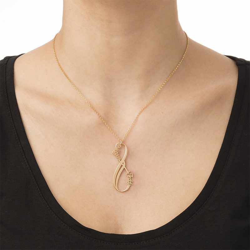 Collar Infinito con Nombre Vertical Chapado en Oro - 1