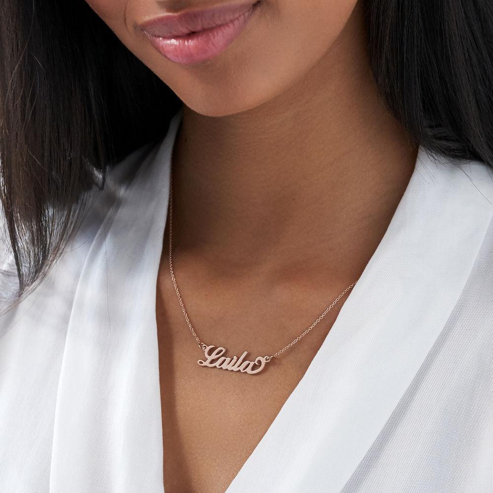 """Collar Pequeño con Nombre Estilo """"Carrie"""" Chapado en Oro Rosa 18K - 2"""