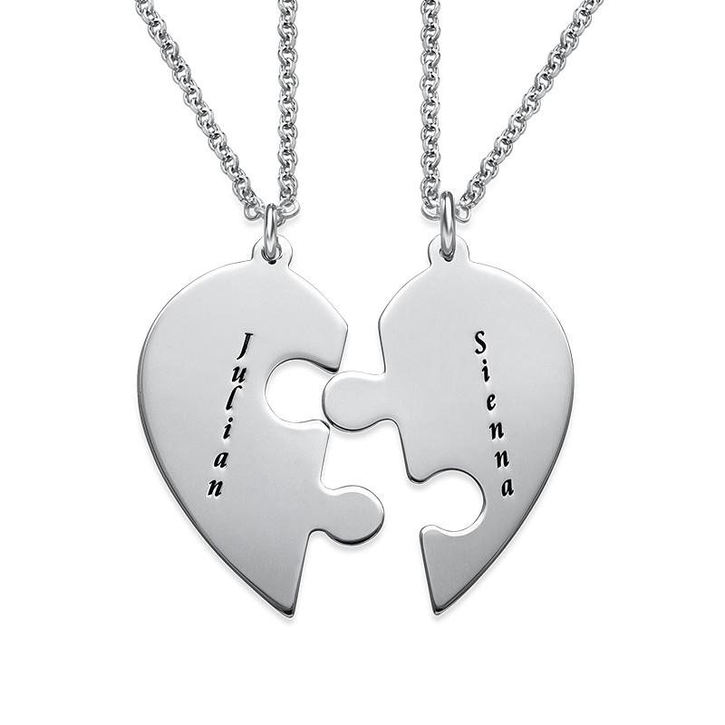 El Set de Collar de Corazón con pieza de rompecabezas con grabado foto de producto