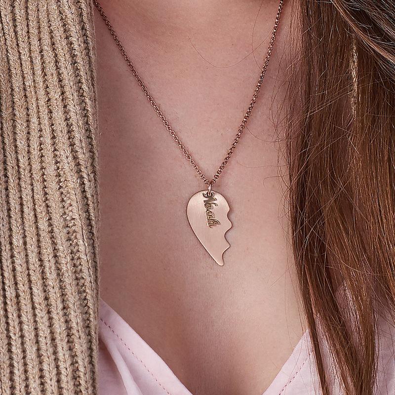 Collar Corazón Grabado de Parejas  en Chapa de Oro Rosa Mate - 3