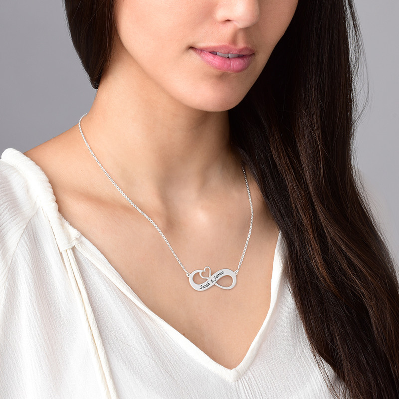 Collar Infinito Grabado con Corazón Calado - 1