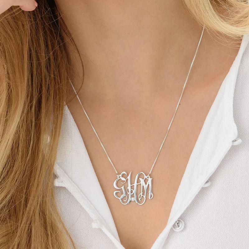 Collar monograma celebrity en plata de ley con diamante - 2