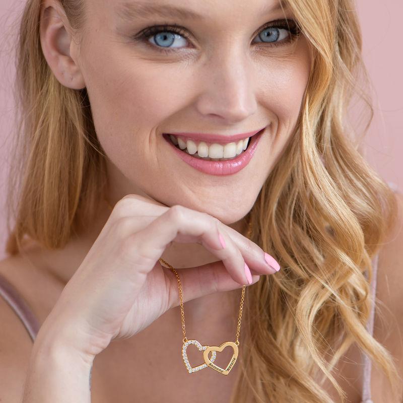 Collar de doble corazón grabado chapado en oro - 2