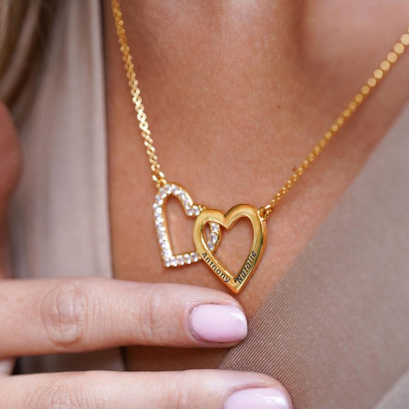 Collar de doble corazón grabado chapado en oro - 3