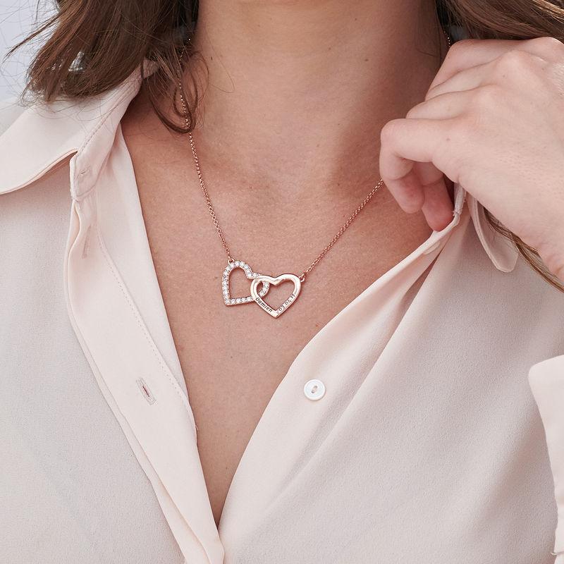 Collar de doble corazón grabado chapado en oro rosa - 2