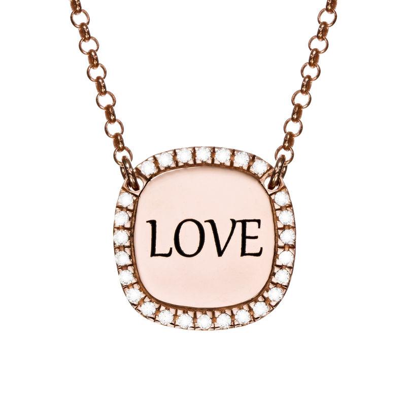 Collar con medalla rectangular grabada con circonia cúbica chapado en oro rosa product photo
