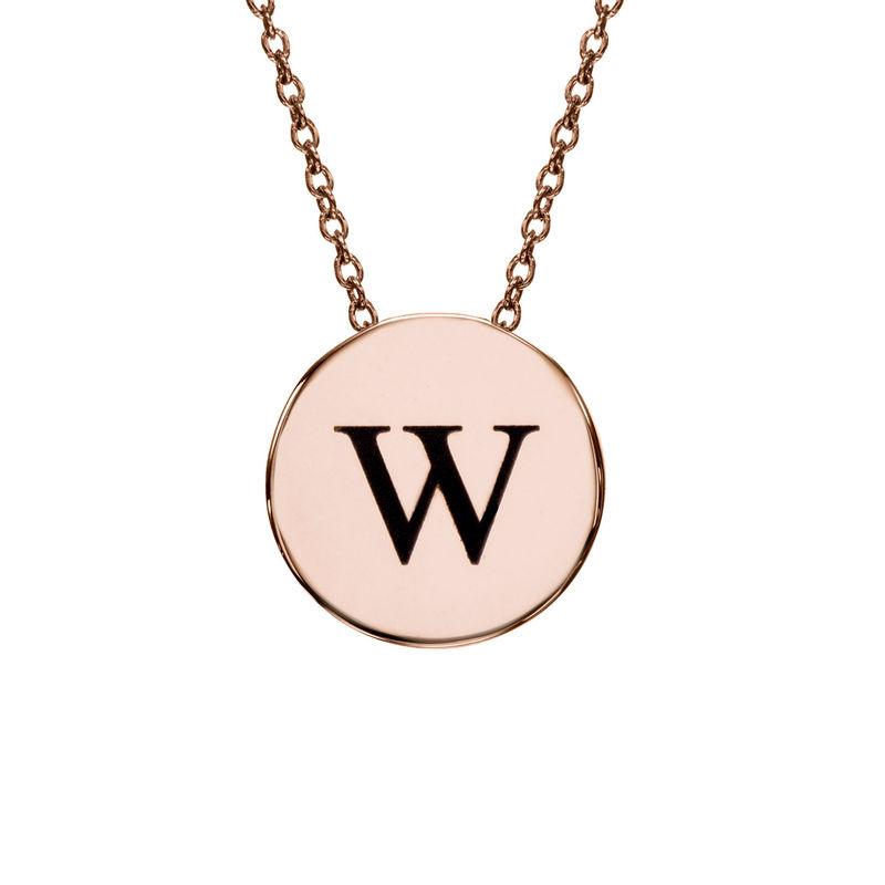 Collar con medalla gruesa con inicial chapado en oro rosa