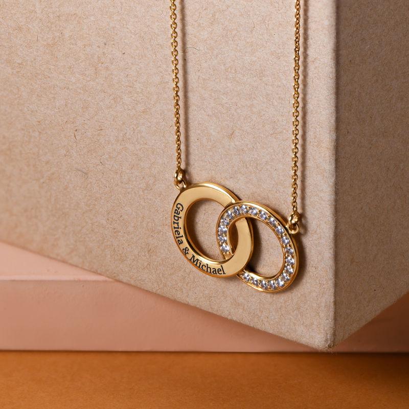 Collar con círculos entrelazados con circonia cúbica chapado en oro - 1