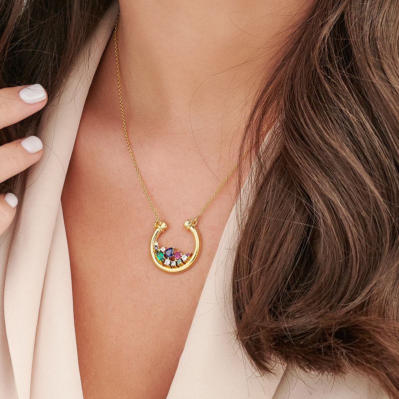 Colgante de medio círculo con piedras preciosas chapado en oro - 3