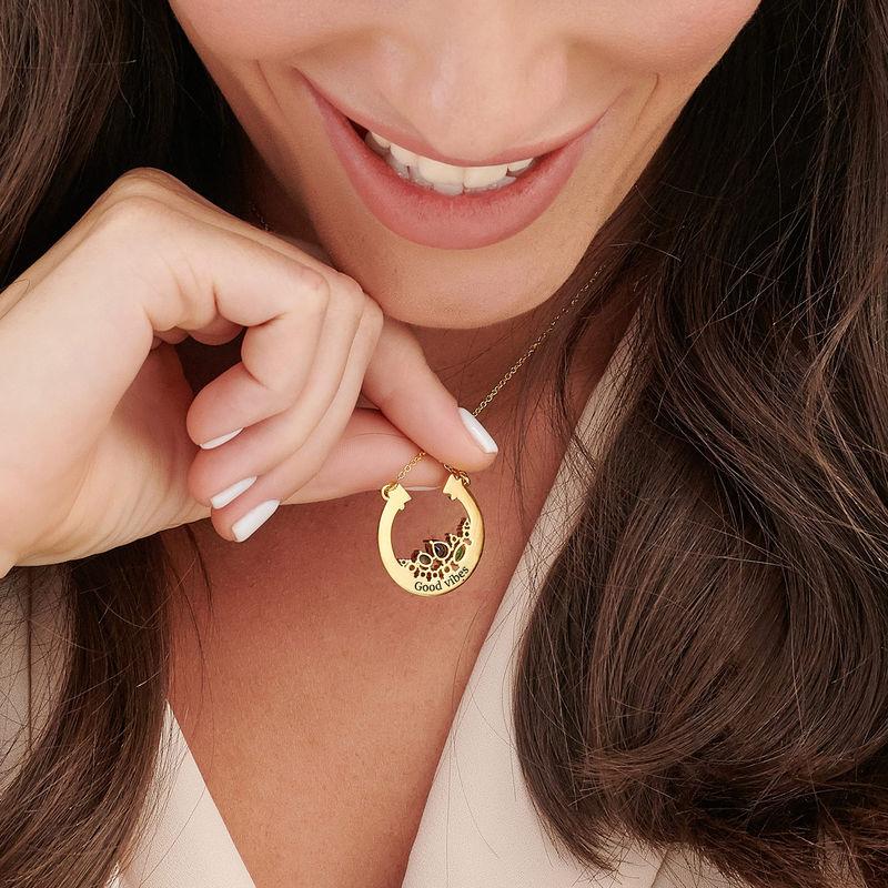 Colgante de medio círculo con piedras preciosas chapado en oro - 4