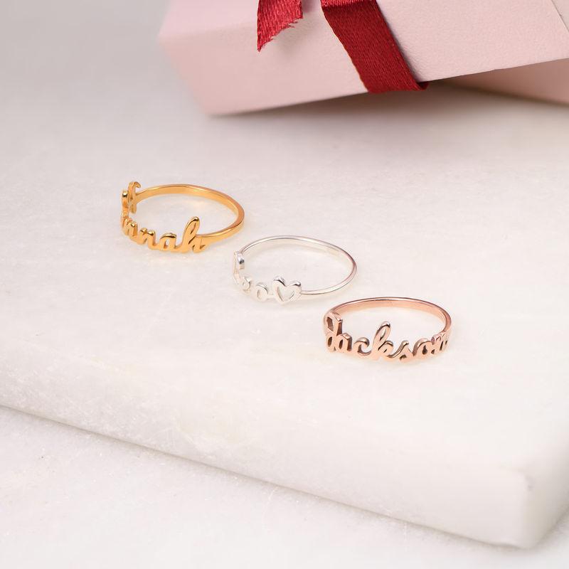 Anillo con nombre en cursiva chapado en oro rosa - 2