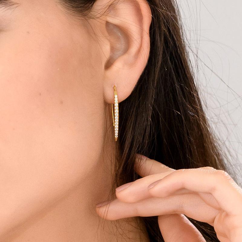 Aretes de barra curva con circonia cúbica chapados en oro - 1