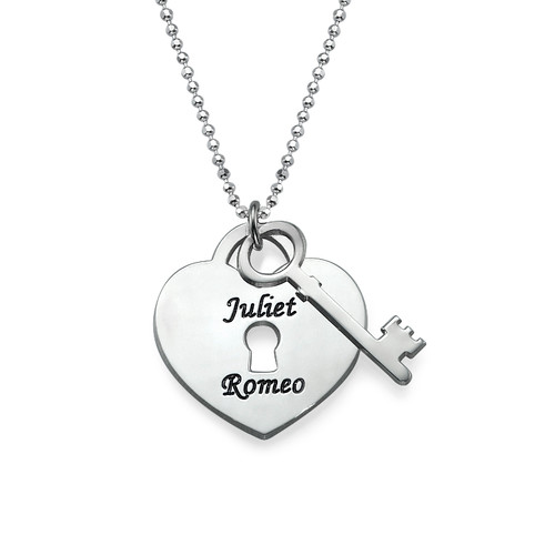 Colgante personalzado con candado corazón y llave.