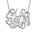 Collar monograma celebrity en plata de ley con diamante