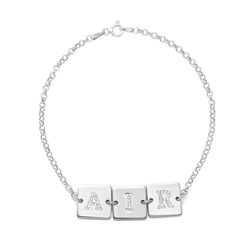 Sterling-hopeinen rannekoru kirjaimella ja kuutiozirkonilla