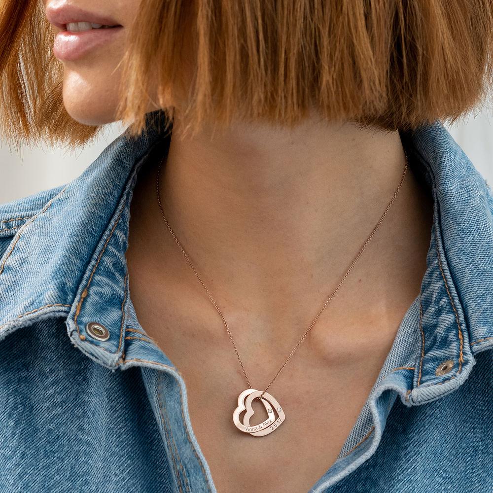 Yhteenkietoutuvat sydämet ruusukullattuna timanteilla - 2