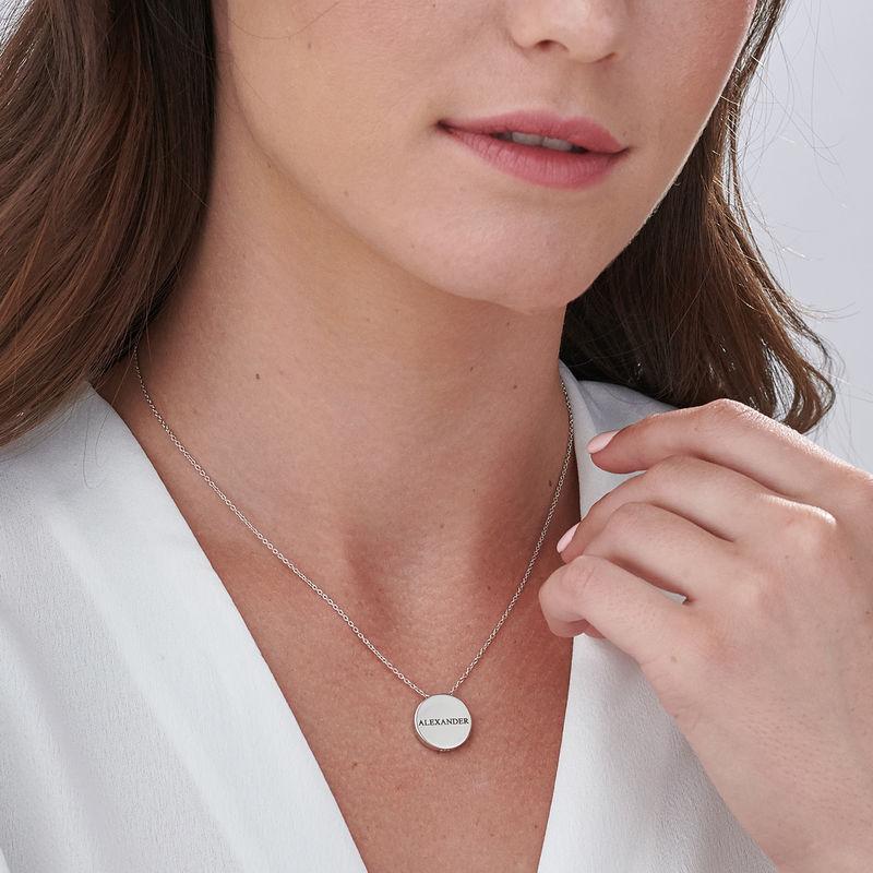 Pyöreä laattakoru kaiverruksella sterling-hopeisena - 5