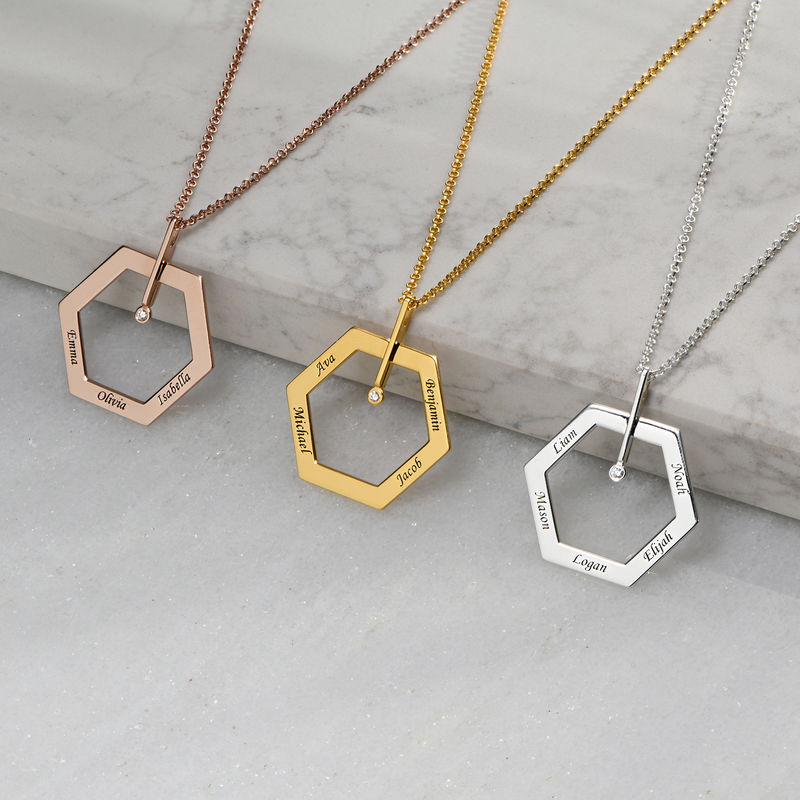 Kuusikulmio koru kaiverruksella ja timantilla, kullattu - 1