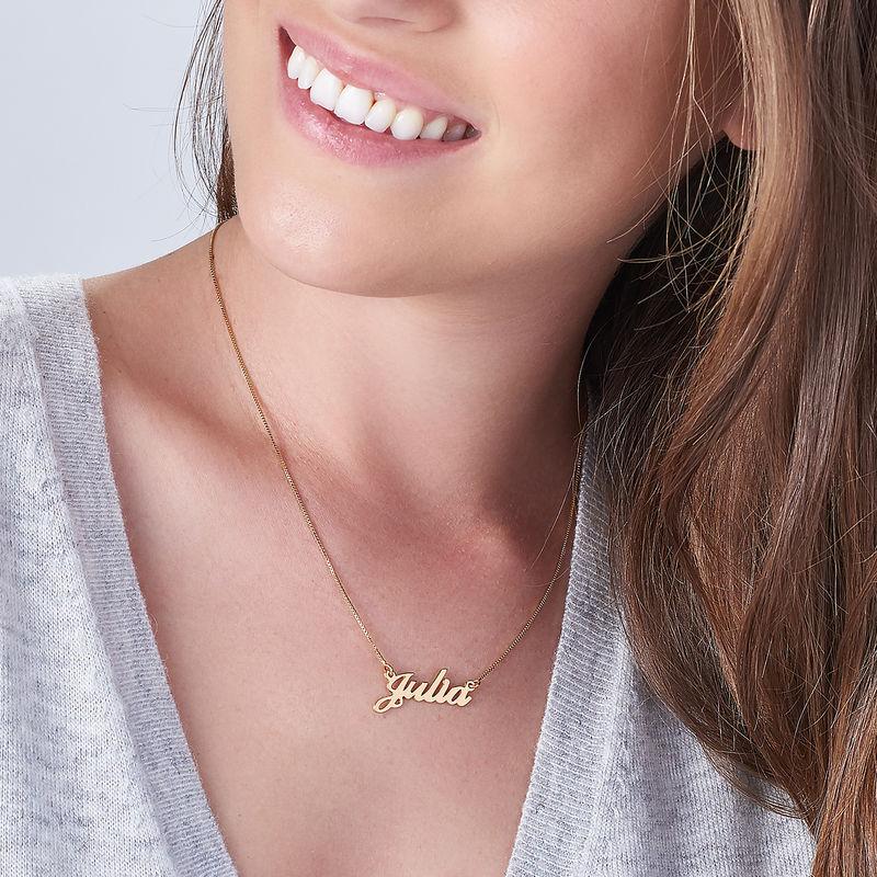 Collana con nome personalizzato carattere classico con ciondolo piccolo in oro 14k - 2