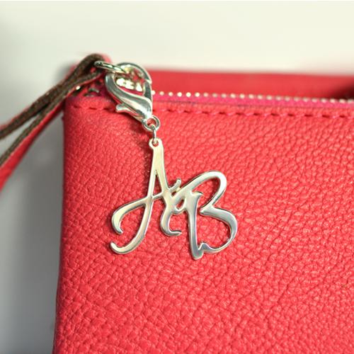 Amuleto personalizzato con iniziale in Argento Sterling per borsa/borsellino - 1