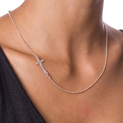 Collana con Croce Laterale Incisa in Puro Argento - 1