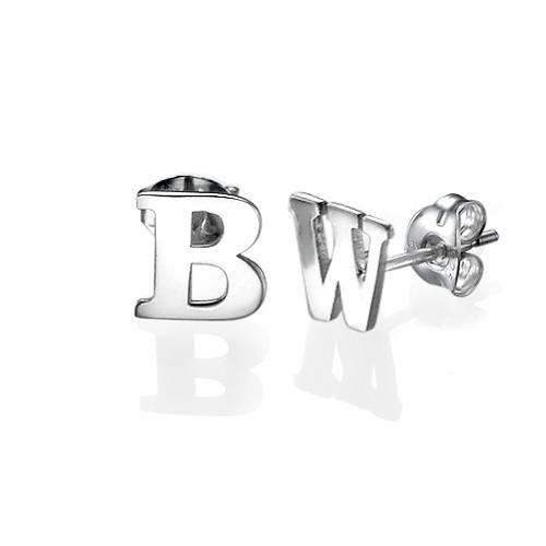 Orecchini a bottone con iniziale in argento-stampa