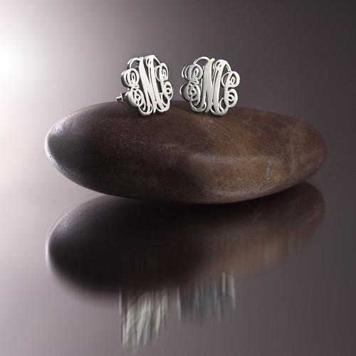 Orecchini a bottone con monogramma in argento - 2