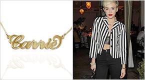 Miley Cyrus con Collana con nome personalizzato stile Carrie in argento placcato oro 18k