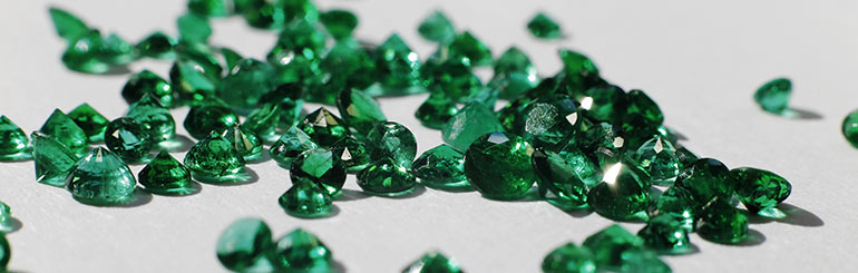 Lo Smeraldo: Significato e Colore della Pietra Portafortuna di Maggio
