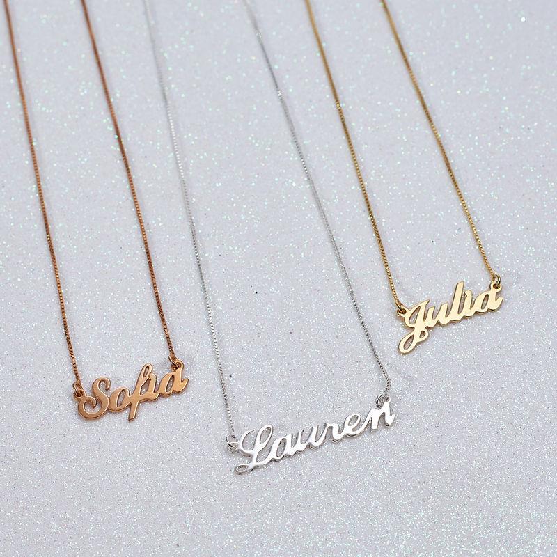 Collar Clásico con Nombre Fuente Clásica Chapado en Oro Rosa 18k - 1
