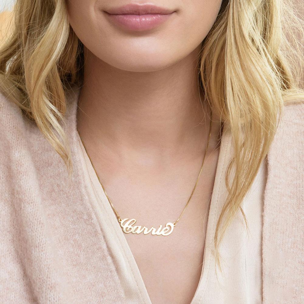 """Collar con nombre Estilo """"Carrie"""", plata chapada en oro 18k - 1"""