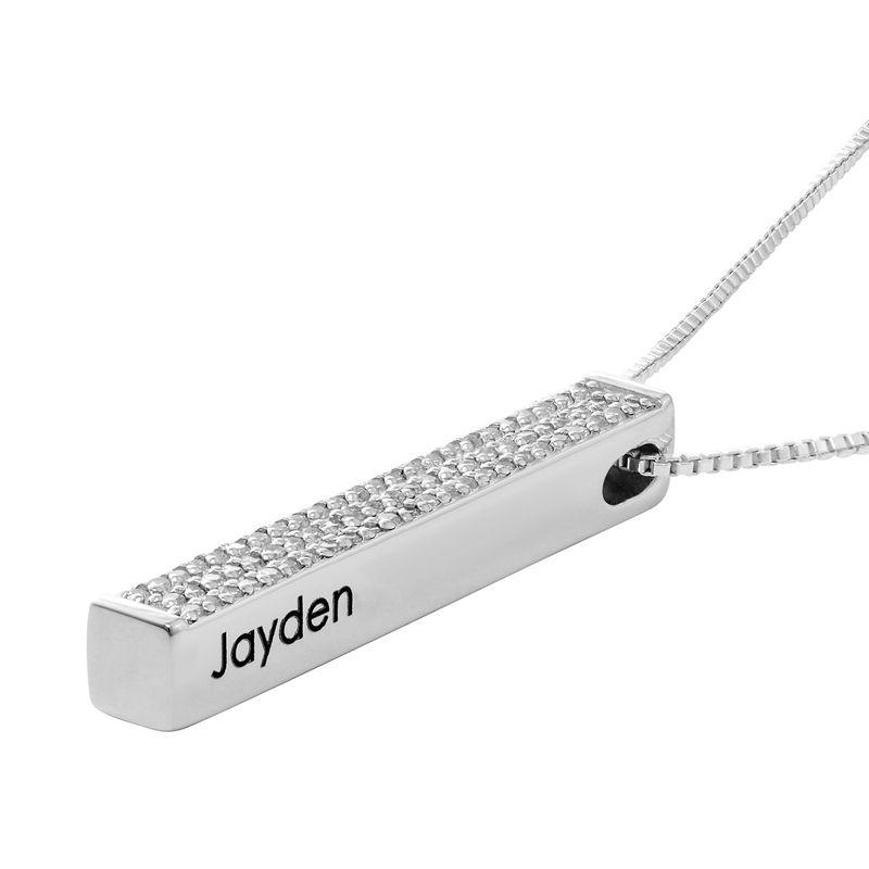 Collar de barra grabado 3D vertical en plata con circonia cúbica - 1