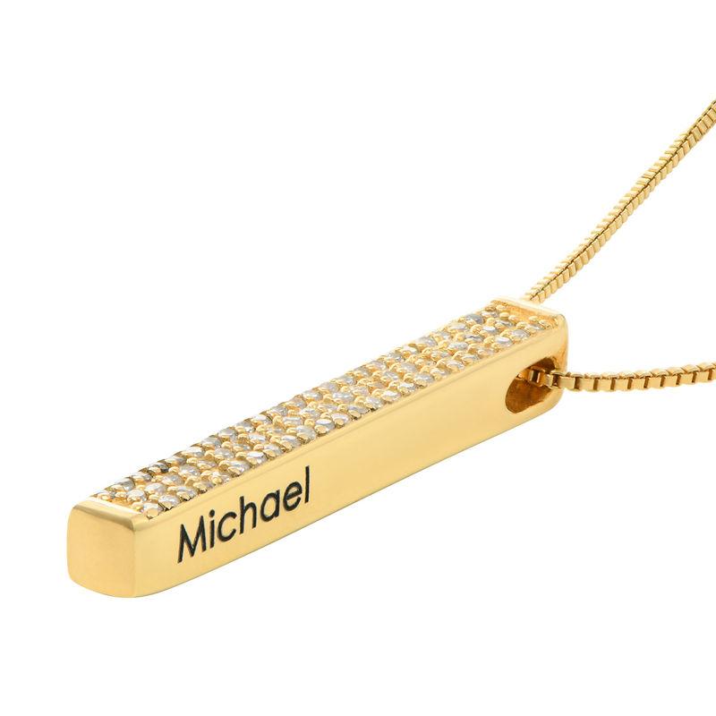 Collar de barra grabado 3D vertical chapado en oro con circonia cúbica - 1