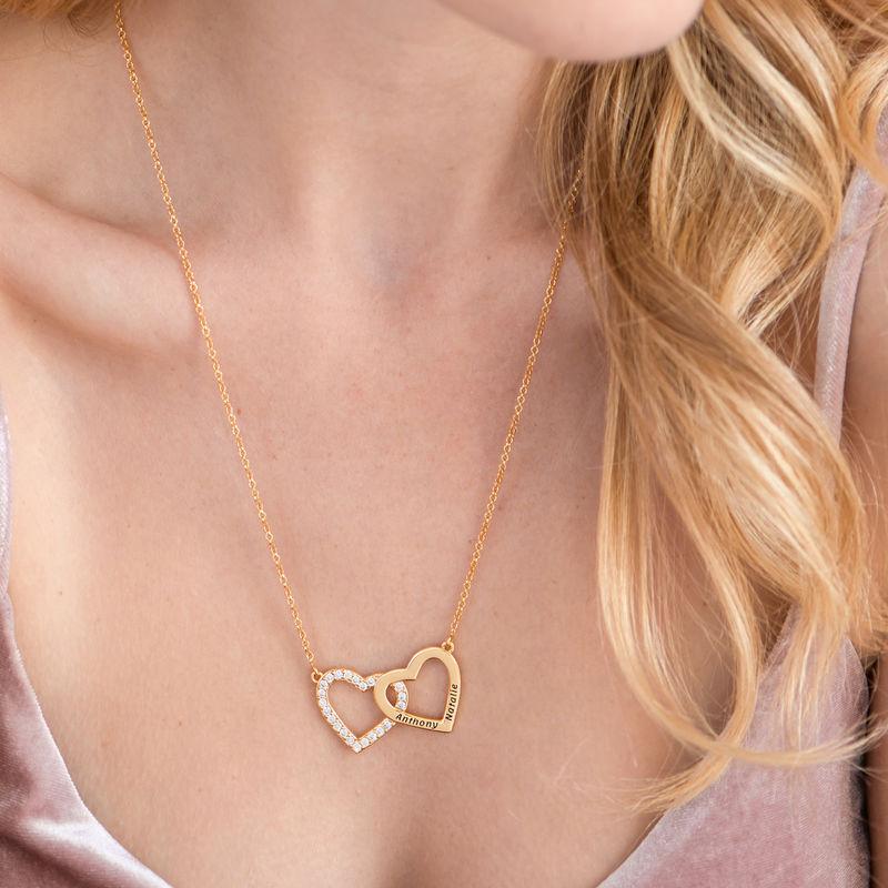 Collar de doble corazón grabado chapado en oro - 4